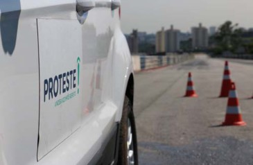 proteste-testa-carro-com-controle-de-estabilidade-em-interlagos