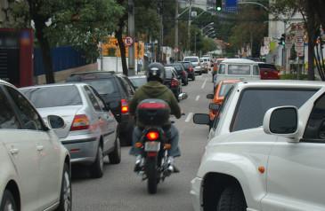 abramet-alerta-para-candidatos-que-propoem-retrocesso-na-seguranca-do-transito