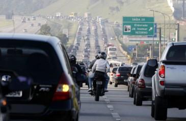 IMI SÃO PAULO/SP 18/02/2012 MOVIMENTO IMIGRANTES CARNAVAL CIDADES - Rodovia dos Imigrantes tem congestionamento do Km 18 ao 55 segundo a Ecovias.