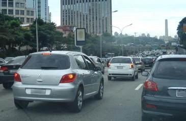 deputado-propoe-interromper-venda-de-carros-com-recall