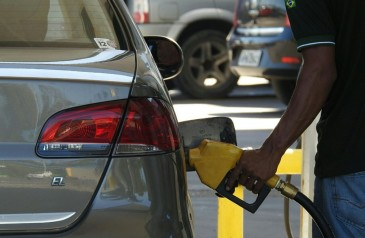preco-gasolina-cai-apos-8-altas-seguidas