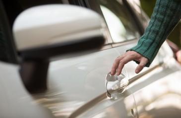 veja-como-evitar-tomar-choques-ao-encostar-no-carro