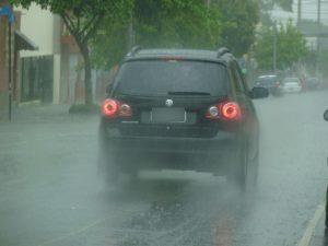 detran-alerta-motoristas-sobre-cuidados-no-transito-em-dias-chuvosos