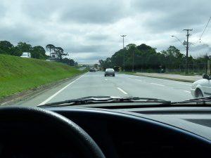 pesquisa-constata-atitudes-de-motoristas-brasileiros-em-rodovia