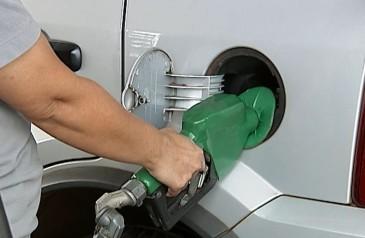 preco-da-gasolina-termina-a-semana-em-leve-queda-mas-media-segue-acima-de-r-422-diz-anp