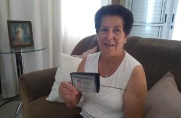 aos-68-anos-idosa-comemora-primeira-habilitacao-apos-reprovar-21-vezes-em-prova-nunca-e-tarde
