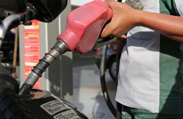 precos-medios-da-gasolina-e-do-diesel-nas-bombas-terminam-a-semana-em-queda-diz-anp