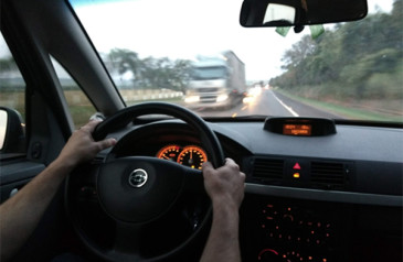 o-que-voce-nao-deve-fazer-ao-volante