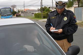 no-maio-amarelo-bolsonaro-volta-a-falar-em-flexibilizacao-de-punicao-para-condutor-infrator-min