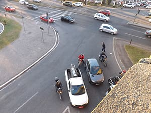 nos-ultimos-dez-anos-cerca-de-200-mil-pessoas-morreram-em-acidentes-envolvendo-motos-min