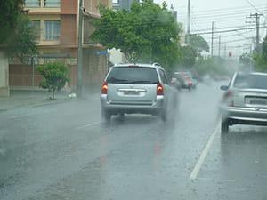 em-periodos-de-chuva-e-necessario-redobrar-os-cuidados-no-transito-min