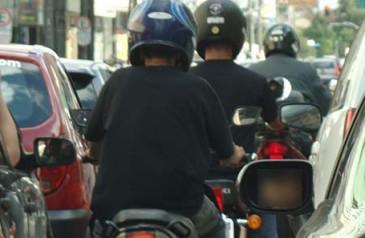 regulamentacao-do-uso-do-corredor-por-motociclistas-veja-o-que-pode-mudar-min